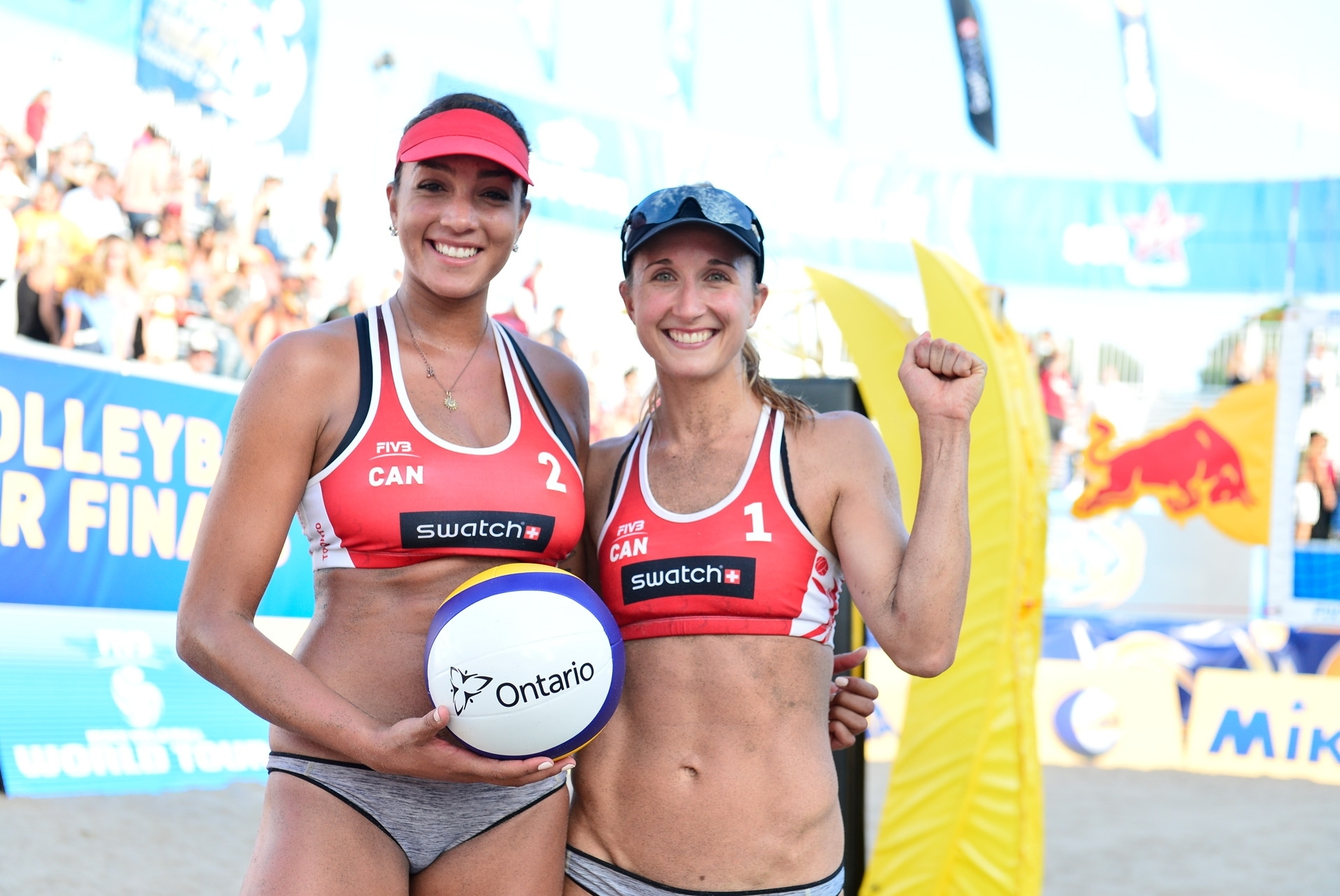 Brandie and Heather all smiles after their victory. Photocredit. Bernhard Horst.