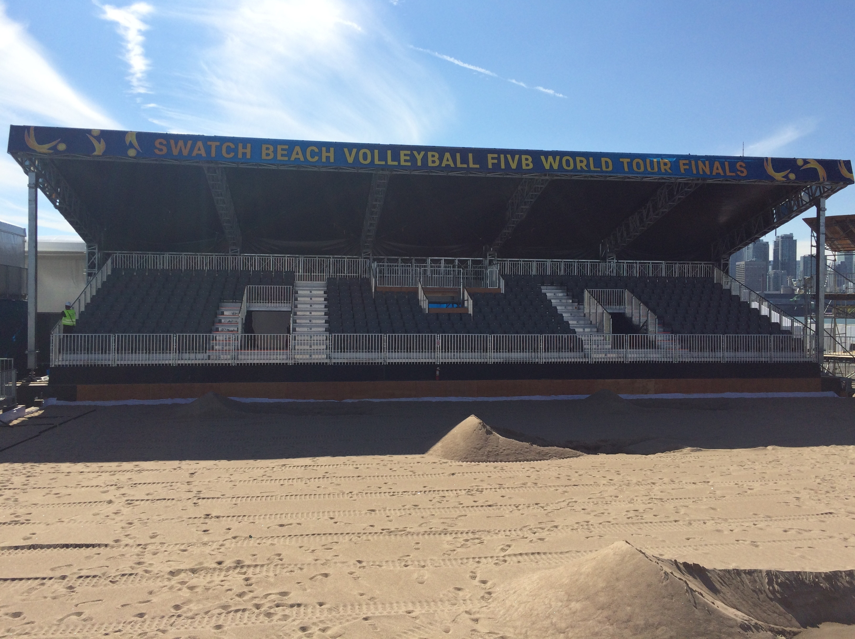 The sand is here and the VIP stand is almost ready! Photocredit: Swatch Major Series