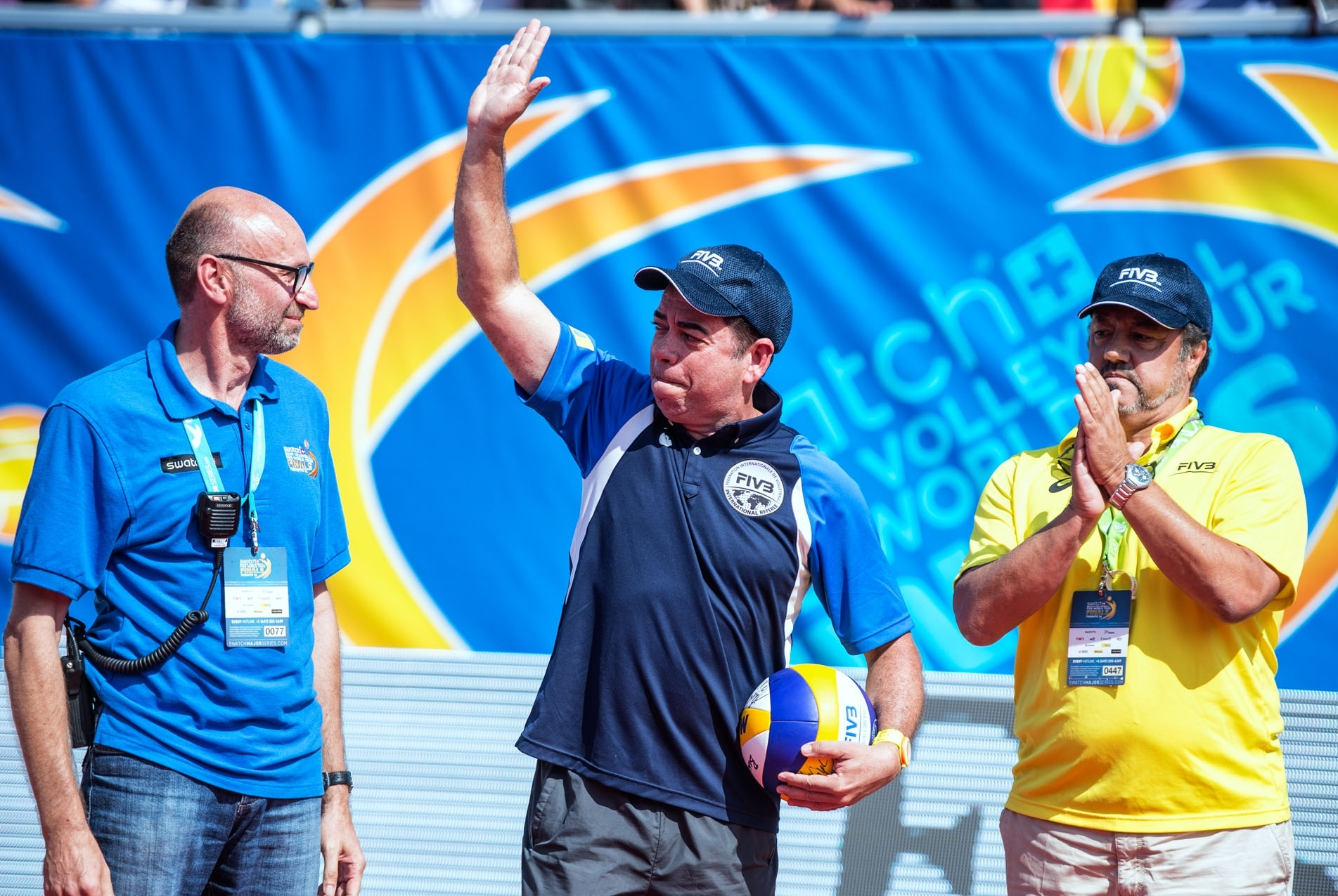 An emotional Elzir says his goodbyes in Toronto, watched on by FIVB Refereeing Commissioner Jose Casanova (right). Photocredit: Mihai Stetcu.